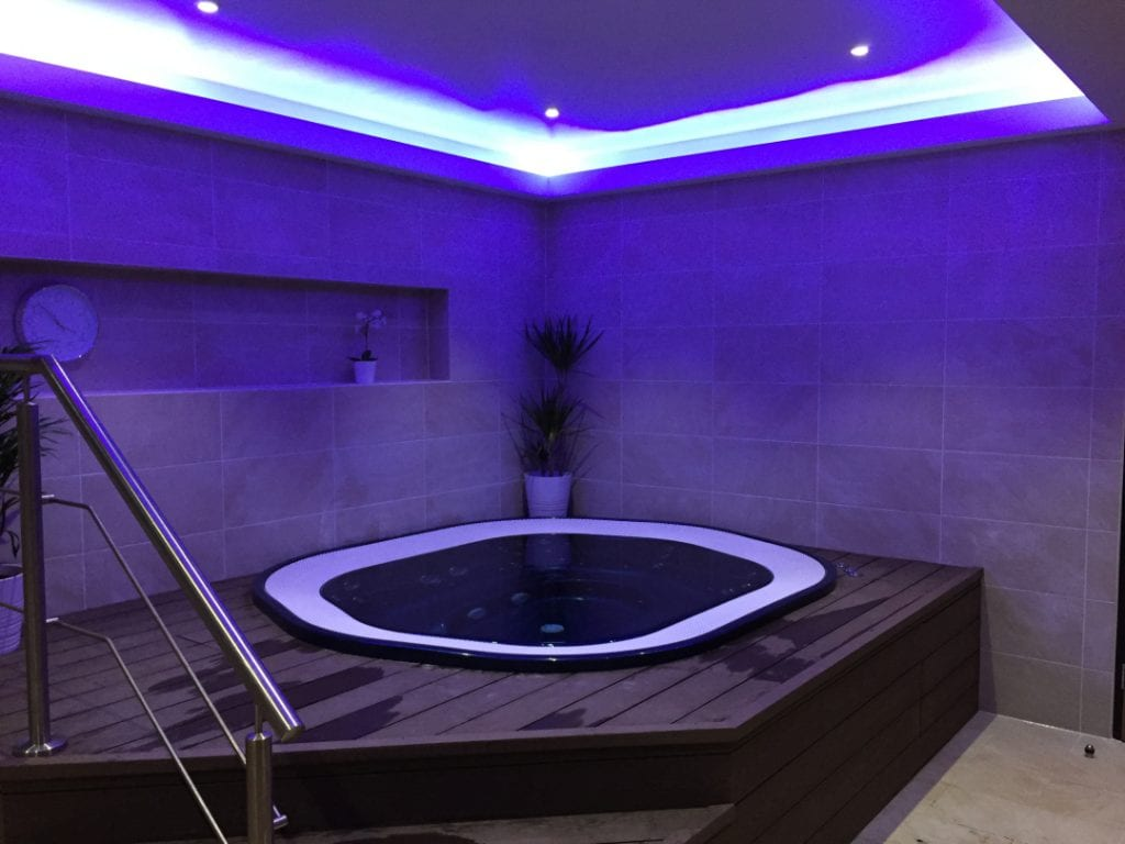 Hot Tub With Luminous Lighting - Spa at Cambridge Innovation Parks